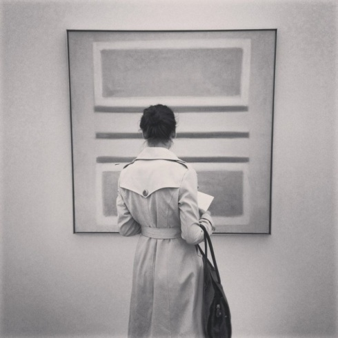 Co-president Linse Kelbe in front of a Rothko lookalike