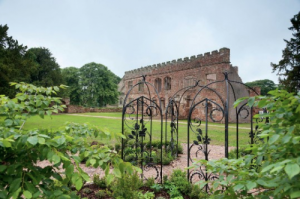 Astley-Castle-Exterior-e1355228650597